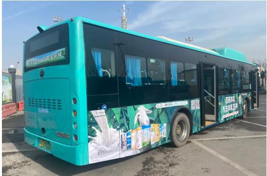 百跃羊乳公交车体广告上线啦!快来邂逅益贝比吧!